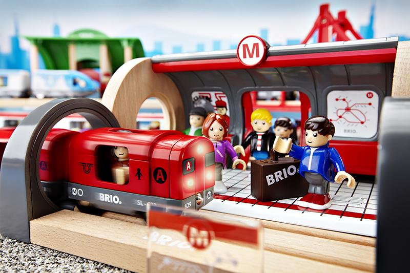 BRIO_World_2011_MetroCityTrain_33513.jpg